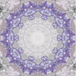 Décor plafond romantique - Les fleurs violettes, les perles et la dentelle