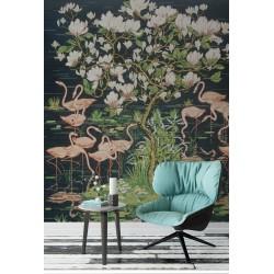 Tapisserie tropicale issue d'un tableau d'artiste, format vertical - Flamants roses et magnolia au bord de l'eau, sur fond noir