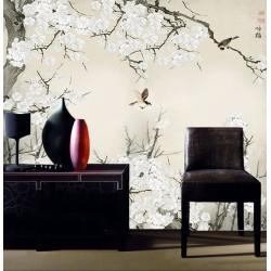 Fleurs blanches de l'abricotier du Japon et oiseaux sur fond beige, couleurs légères