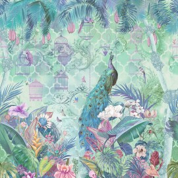 Paon bleu dans jardin tropical avec fleurs et oiseaux, couleur naturelle
