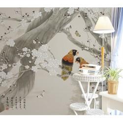 Paysage de la montagne avec fleurs et oiseaux - Perroquets et papillons dans l'arbre de mei sur fond beige