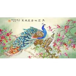 Les paons avec les fleurs d'abricotier japonais
