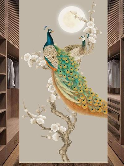 décoration cabine d'essai boutique prêt-à-porter séparation mobile par cloison japonaise en toile occultante imprimé ambiance printanière, magnifique couple de paon bleu avec fleurs blanches de l'abricotier japonais dans la nuit, lune ronde dorée sur fond beige couleur douce ambiance zen