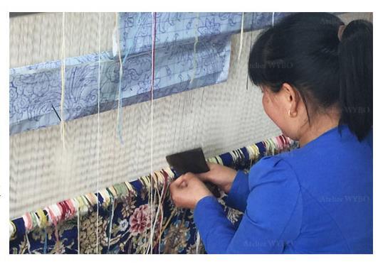 tapis pure soie naturelle noué à la main de la marque Atelier WYBO, chaque article est réalisé par nos noueurs métiers expérimentés, résultat garanti.