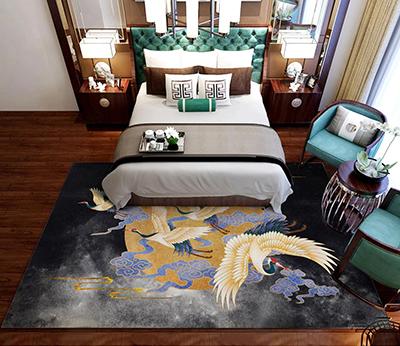 tapis en laine fait main sur mesure design japonais grue à couronne rouge lune dorée,tapis en soie tufté à la main style japonais oiseau mythique nuage doré,tapis de luxe doré design asiatique grue au sommet vermillon fond noir gris,tapis chinois séjour chambre personnalisé grue de Mandchourie doré nuage bleu lune ronde