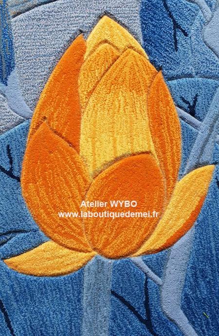 tapis fleur contemporain,tapis chinois,tapis laine fleur,tapis laine zen,tapis laine fait main,tapis laine artisanal,tapis sol fleur,tapis fleur japonais,tapis sol lotus,tapis zen,tapis bleu,tapis laine sur mesure,tapis asiatique