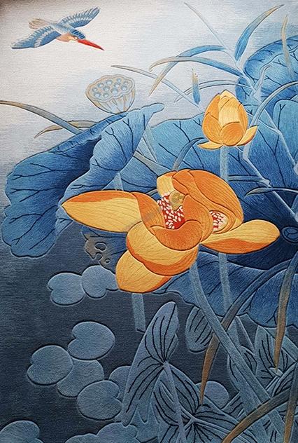tapis laine,tapis sol lotus,lotus,lotus jaune,tapis sol moderne,tapis fleur contemporain,tapis laine fleur,tapis laine fait main,tapis laine artisanal,tapis chinois,tapis fleur japonaise,tapis zen,tapis fleur jaune,tapis bleu,tapis laine sur mesure,tapis asiatique